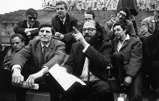 10th June 1965: American beat poet Allen Ginsberg (1926 - 1997) with a group of beat poets at the Albert Memorial in London. (Photo by Michael Stroud/Express/Getty Images)